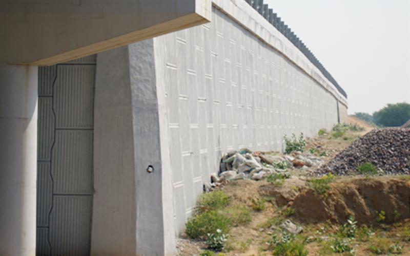 Art Work in Reinforced Soil Retaining Wall